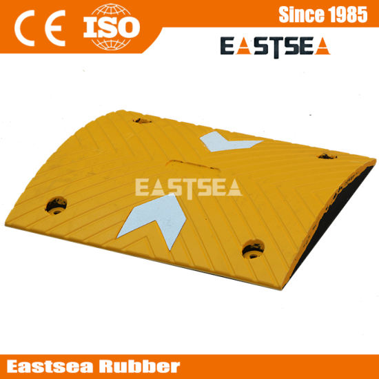 Cheap Price Black &Yellow Rubber Road Safety Speed Hump pictures & photos