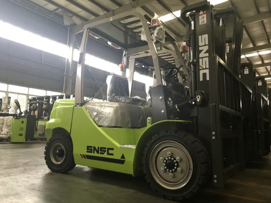 Diesel Powered Fork Lift 3ton with Container Mast pictures & photos