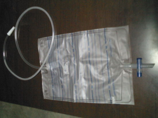 Cheap Disposable Adult Urine Collection Bag with T-Valve pictures & photos