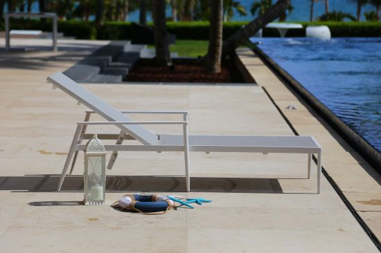 Simple Modern Comfortable Lounger with High Quality Rattan Weave