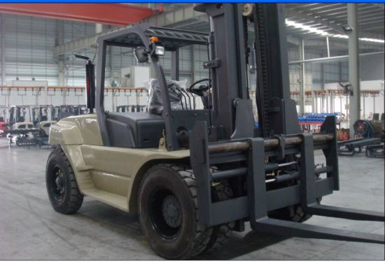 Un 10.0t Diesel Forklift with Original Cummins Engine with Duplex 5.0m Mast pictures & photos