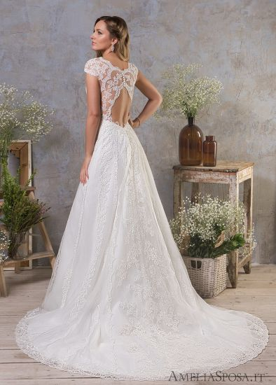 China Top Quality 2018 Lique Lace Open Back Beach Wedding Dress