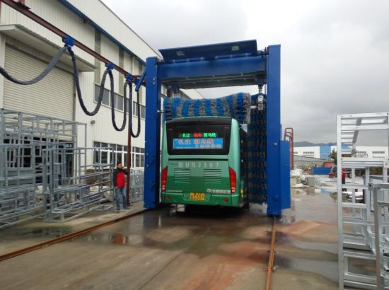 Commercial Automatic Bus and Truck Cleaner pictures & photos