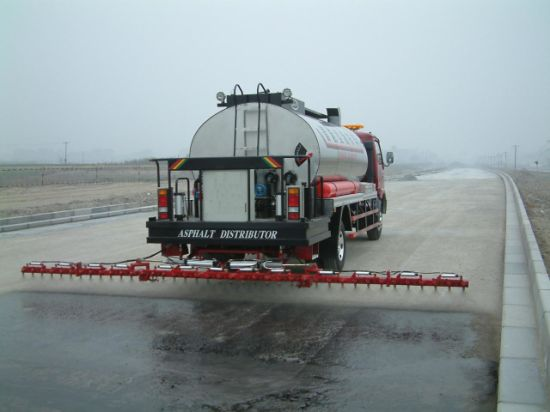 Asphalt Distributor Bitumen Distributor Vehicle pictures & photos
