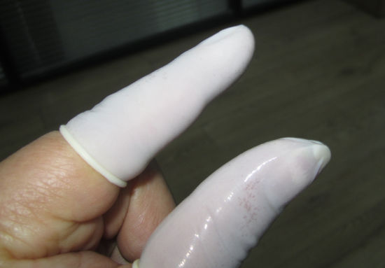Natural Latex Finger Cots pictures & photos