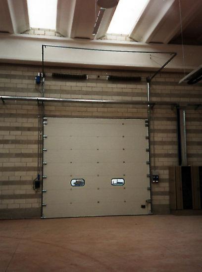 Handlifting Warehouse Gate