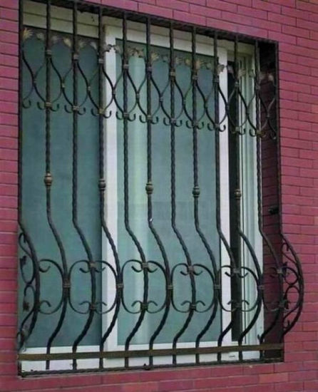 China Customzied Simple Iron Window Grills/Iron Window