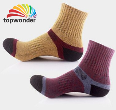 Custom Men′s or Women′s Sport Sock in Various Colors and Designs pictures & photos