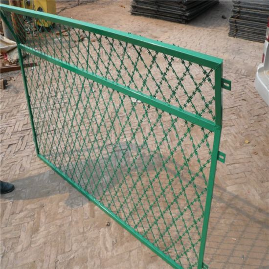 China Razor Barbed Wire Mesh Fence (hot dipped or stainless blade ...
