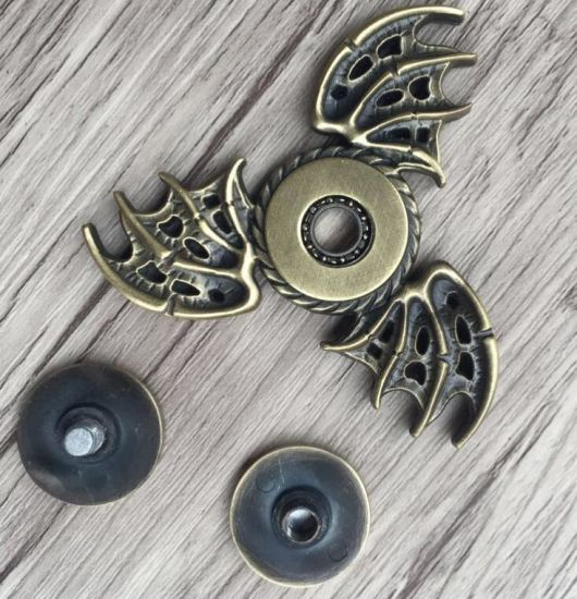 2018 New Thrones Game Fidget Tri Spinner Dragon Hand Spinner Metal Finger Stress pictures & photos