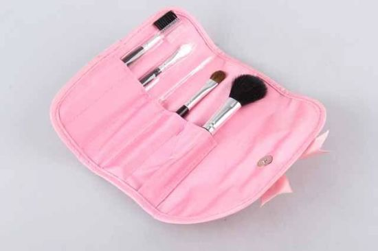 5PC Tri-Fold Bagged Wool Wooden Handle Makeup Brush Beauty Set