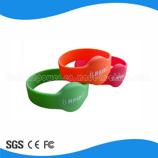 13.56MHz RFID Silicone Wristband for RFID Locking System pictures & photos