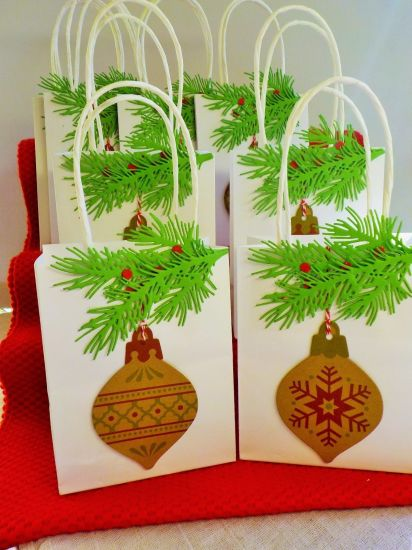 China Wholesale Cute White Paper christmas Gift Packaging Bags Great ...