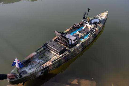 China Supplier Fashionable Design Single Fishing Kayak with Paddle