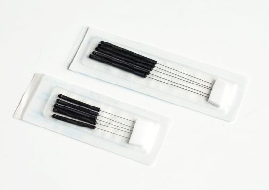 Acupuncture Needles with Conductive Plastic Handle pictures & photos