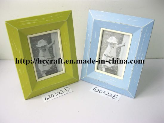 Wooden Photo Frame with Distressing Finish pictures & photos