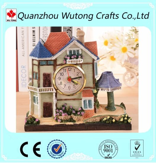China Custom Handicraft Resin House Model with Clock Home
