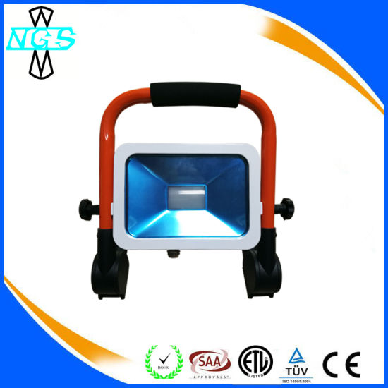 2017 New Foldable Rechargeable LED Flood Light pictures & photos