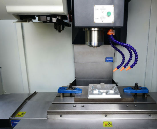 Vmc700e - 3 Axis Linear Motion Guideway CNC Milling Machine pictures & photos