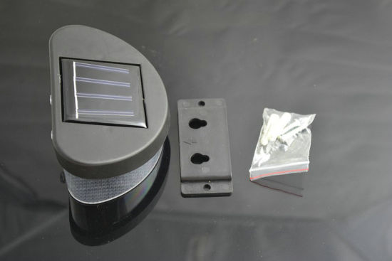 2 LED Solar Garden Wall Lamp, Landscape Fence Light pictures & photos