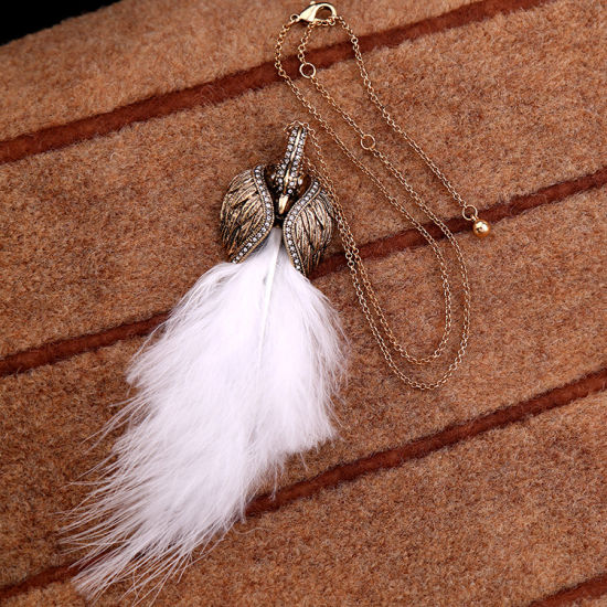 Retro Elegant Rhinestone Studded Swan′s Feather Pendant Women′s Sweater Necklace pictures & photos