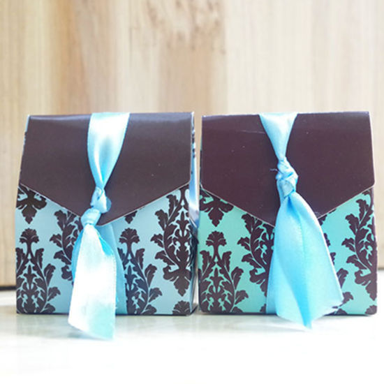 Bhemian Brown and Blue Floral Blue Dress Suit Paper Candy Bag with Bow Ribbon Small Chocolate Boxes for Wedding Favors pictures & photos