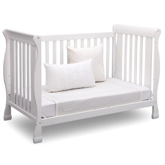 China Modern Style White Baby Crib Cot, Baby Nursery Furniture