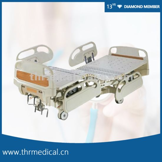 Hot Sales Manual Hospital Bed with Three Functions (THR-MB317)