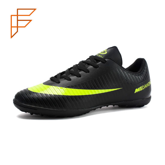 Topsion China Men Durable Used Football Soccer Shoes for Sale