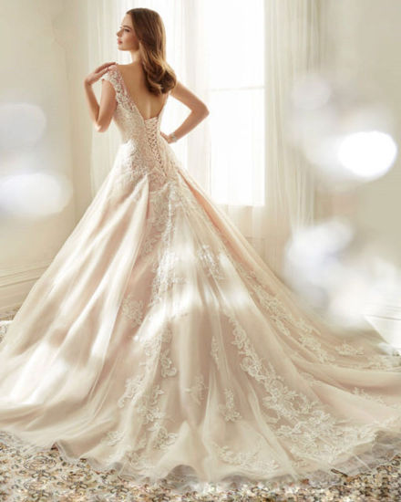 Cap Sleeves Bridal Ball Gown Lace Appliqued Blush Wedding Dress A156 pictures & photos