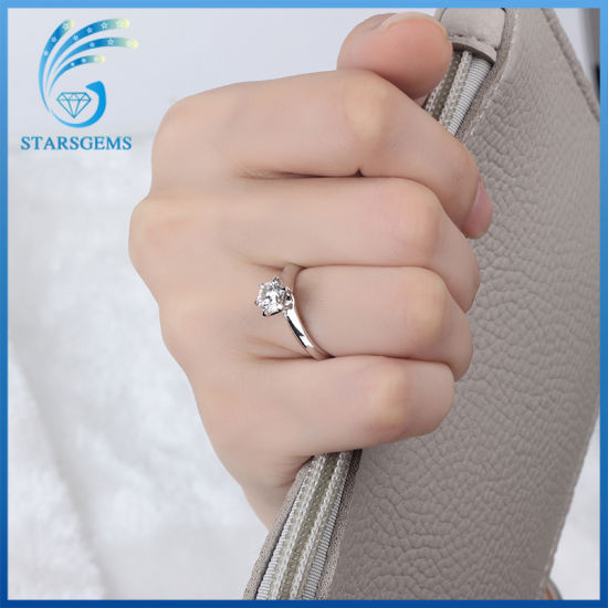 Simple Style Six Prongs Classic Solitare Moissanite Diamond Silver Ring pictures & photos