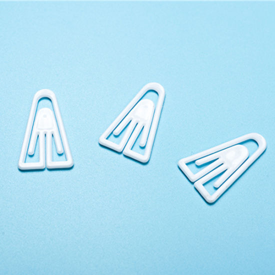 Clothing Accessories White A Shape Plastic Dress Clip (CD020-1)