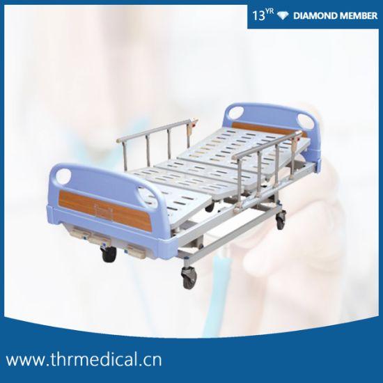 Ce Quality 3 Crank Manual Hospital Bed (THR-MB007)