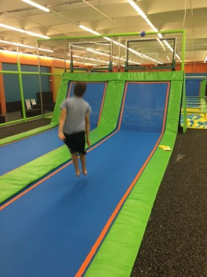 Factory Indoor Trampoline Park with Free Jumping pictures & photos