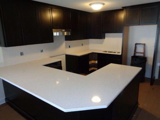 New Modern Apartment Design Kitchen Cabinet with Quartz Stone