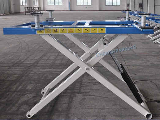Supply 2700kgs Portable and Movable Scissor Car Lift