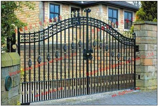 Decorative Design Wrought Iron Gate Models pictures & photos