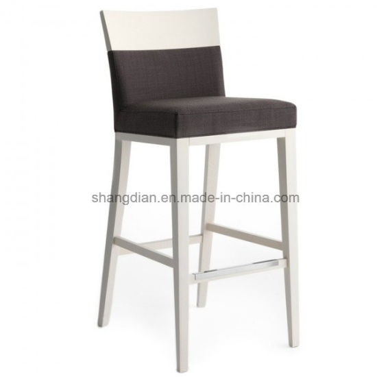 Modern Cafe Bar Stool with Solid Wood Base for Restaurant (ST0018) pictures & photos