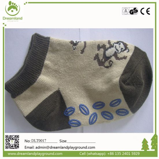 Wholesale Fashion Design Non Slip Yoga Socks with Cheap Price pictures & photos