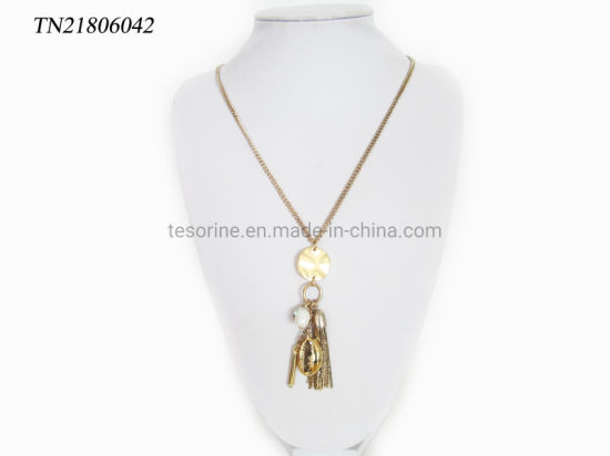 Fashion Women′s Gift Popular Design Shell Charm Tassel Pendant Jewelry Gold Plating Necklace pictures & photos