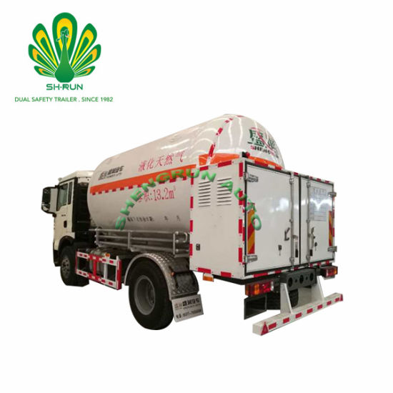 LNG Tank Semi Trailer Transportation in Small Areas