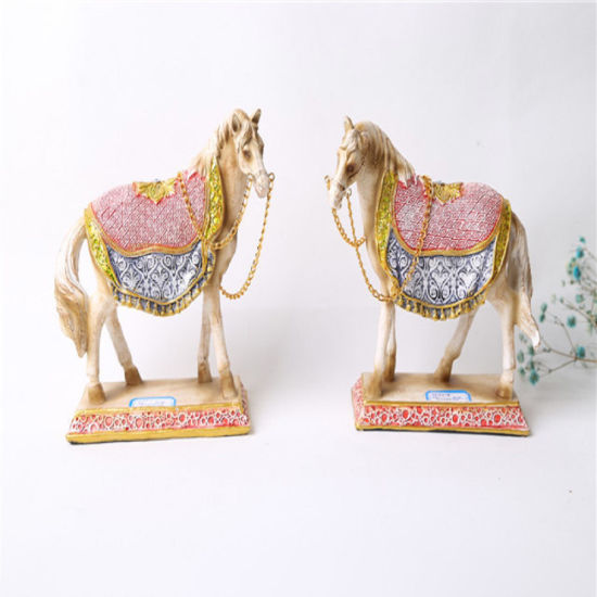 Hot Selling Beautiful Standing Resin Craft Statue Polyresin Hores for Decor