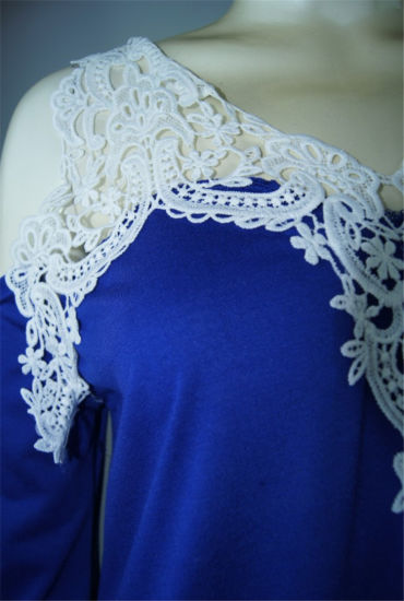 Women′s Crochet Trim Cold-Shoulder Top (T-011) pictures & photos