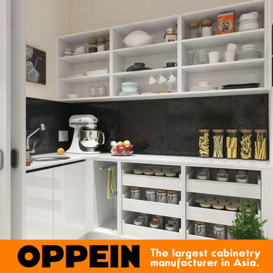 Modern Wholesale Lacquer Wooden White Kitchen Cabinets with Island (OP16-Villa01K) pictures & photos