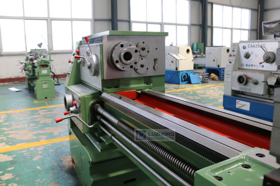Universal Metal Turning Lathe Machine with Gap Bed (CA6150 CA6250) pictures & photos