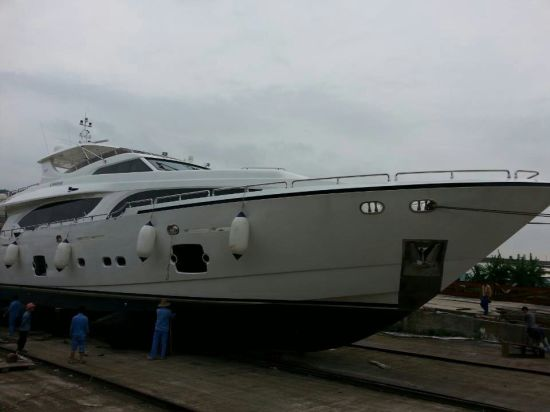 Hot Sale Fiberglass Material Luxury Yacht for Sale