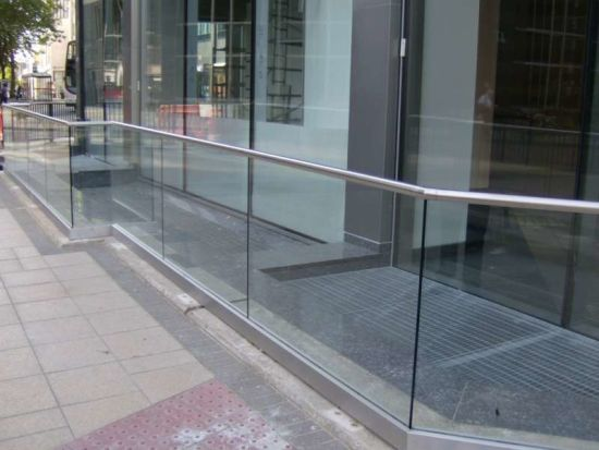 Outdoor U Channel Glass Rail/Balustrade pictures & photos