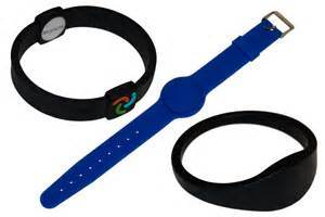 Factory Price Custom Rubber RFID Wrist Band pictures & photos