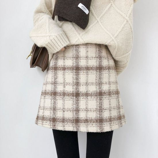 Popular and Elegant Factory Directly Sale Women New Style Tartan Skirt pictures & photos