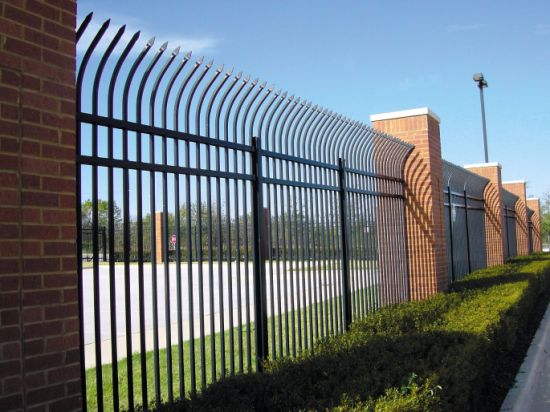 China Galvanized Spear Top Security Garrison Iron Fencing